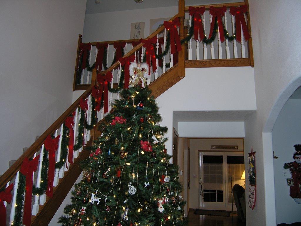 The dilbernator christmas decorations entry way tree and for Christmas decorations stair rail