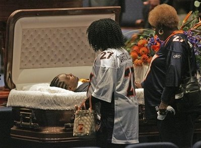 Famous Open Casket Funerals http://www.rhymeswithsnitch.com/2007/01/darrent-williams-funeral-footage.html