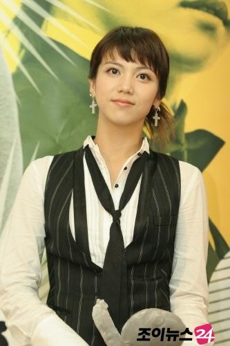 http://photos1.blogger.com/x/blogger/3803/742/1600/359714/kim%20ok%20bin3.jpg