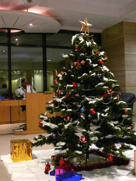 mumbai daily photo merry christmas business as usual