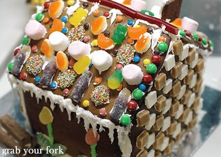 veruca's gingerbread house top and back