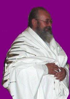 El Muy Hon. Sat Chellah en la entrega de los mantos de las Mata Ji.