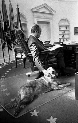 Gerald R. Ford med sin golden retriever Liberty, 7 november 1974