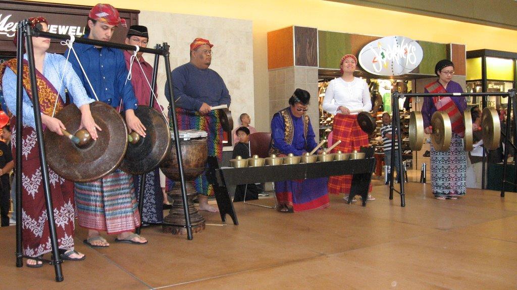kulintang ensemble Kapwa kulintang ensemble 162 likes kapwa is a traditional ensemble presenting the indigenous music of the southern philippines based in san francisco.