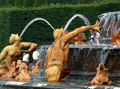 decorate your backyard with fountain
