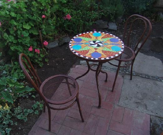 Mosaicos mesas redondas c a n el colectivo for Mesas de mosaico