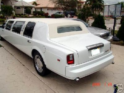 Carscoop Lincoln RR%209 Pimp of the Day: Lincoln Town Car Limo fully equipped with Rolls Royce body kit and chandeliers