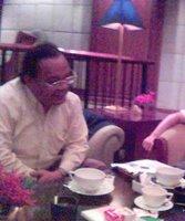Sang Guru Etos di coffee shop Mandarin Hotel