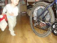 rower w błocie