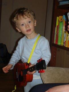 nowa piękna gitara akustyczna - swietnie się ze mną komponuje