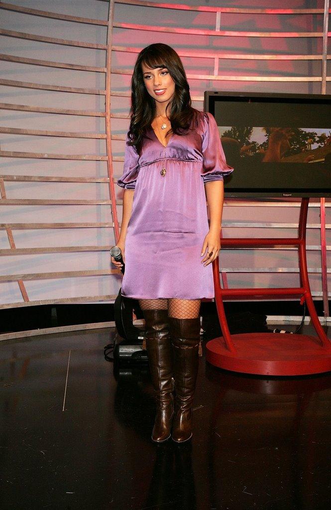 CelebPixx: Alicia Keys in Boots and Fishnets Alicia Keys