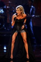 Carrie Underwood Shows Off Her Legs