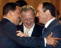 Hugo Chávez, Raúl Morodo y el ex ministro de defensa José Bono