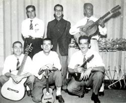 Em pé: Luiz Bittencourt, Paulo Tapajós e Meira. Sentados: Dino, Canhoto e Jacob - Standing: Luiz Bittencourt, Paulo Tapajós, and Meira. Sitting: Dino, Canhoto, and Jacob