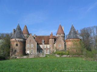 le Chateau de Montcony apres les deux campagnes de travaux de 2003 et 2004 et avant encore bien d'autres travaux plus importants (2006)