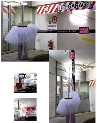 publicidad hasta en la barrera del parking