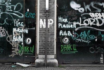 hier plassen a.u.b.! ; ©Dreaming in Neon 2007