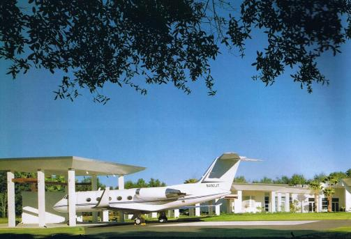 Private Plane With Garage : Cyloninthesky airparks plane in your garage