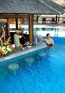 Kamandalu Resort And Spa Swim Up Bar