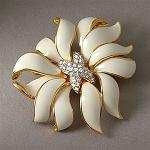 Kenneth Jay Lane Fashion jewelry (White Fleur Moderne Brooch) for sassy and chic Women, Teen and Girls