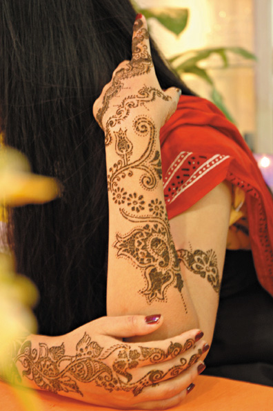Mehndi Henna Symbols : Dhaka henna or mehndi a symbol of tradition and joy