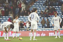 Una imagen que se repite ultimamente: los delanteros madridistas sacando desde el centro del campo tras un gol rival