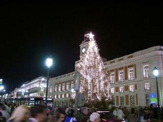 La Puerta del SOl, todo un hervidero de gente, especialmente en Navidad