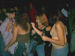Un ejemplo claro del estilo del reggaeton, aunque a los tíos nos mole ver cómo bailan ellas
