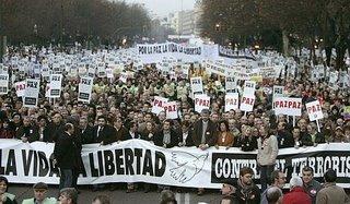 La cabecera de la manifestación, plagada de representantes sindicales y de asociaciaciones de inmigrantes; también estaba Pilar Majón