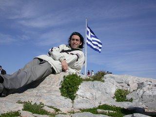 Ahí, apoyado en Grecia