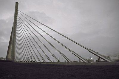 Cable stayed bridge, pont haubané du pays de liège, Pont à haubans du Val Benoit, bureau greisch, Liaison E40-E25, photo dominique houcmant, goldo graphisme