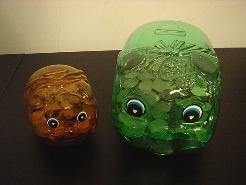 nt$5 piggy bank vs. nt$10 piggy bank
