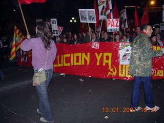 comunistas (que estuvieron contrala inclusión de consignas a favor de la LIBERTAD en la manifestaciòn