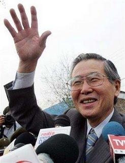 Fujimori a su llegada a Chile