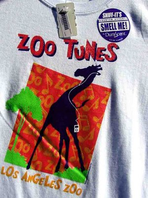 giraffe with ipod scented t-shirt at L.A. Zoo