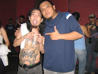 Jay Contreras ng Kamikazee at Boy Dapa (qroon) sa 2006 NU 107 Rock Awards