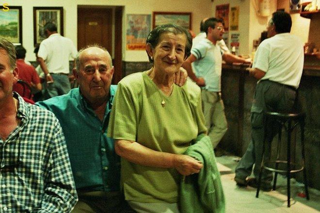 vrijdag 12: Brihuega: cafe - el patron y esposa