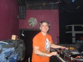 FÃAAAAAAAAAAAAAAAA!!!!!!!,EU AMO O TRABALHO DO DJ SILVINHO.