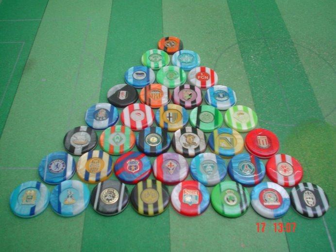 Botões com escudos de metal