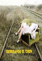 Ella espera un Tren