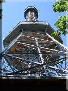 Imitación de la Torre Eiffel en la Colina Petrín