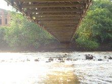 * Rio Piracicaba sob a Ponte Pênsil em Piracicaba-SP, por Bia Pontes