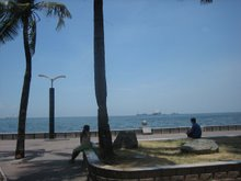 BAYWALK DURING THE DAY