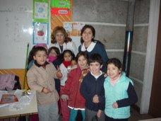 Tía Rossana y tía Gloria junto a un grupo de alumnos del curso.