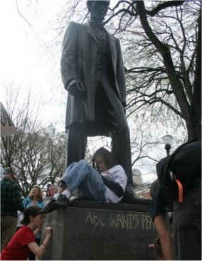 LINCOLN STATUE DEFACED!