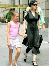 Madonna en su rol de madre junto a  Lourdes Maria