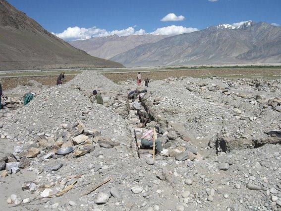 Fundamente werden ausgegraben