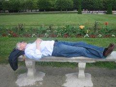Il dort, Rêve, pense à Qui/à Quoi !!