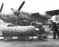 """Uma bomba britanica """"biscoito"""" como eram chamadas"""