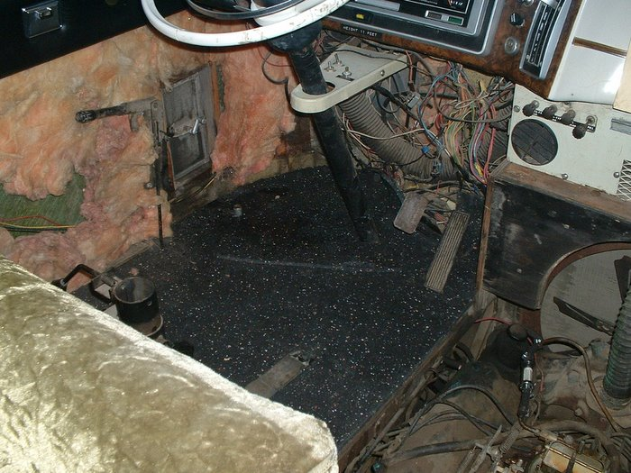 The front doghouse and driving compartment floor